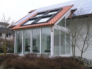 Wintergarten mit Kunststofffenster und Pfosten-Riegel-Verglasung